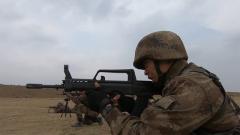 多课目连贯作业 锤炼特战小队长作战指挥能力