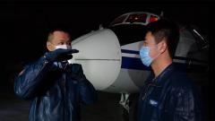 夜间飞行训练 无线电静默中见真招