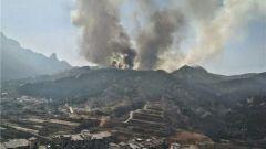 山东青岛 小珠山山火已被扑灭 救援力量清理火场