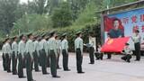 """為紀念五四運動101周年,武警北京總隊執勤第六支隊以""""青春心向黨 建功新時代""""為主題,大力開展內涵豐富、形式多樣的活動,不斷引導青年官兵在五四精神的激勵下,堅定理想信念,練就過硬本領,勠力投身強軍興軍偉大實踐。圖為""""重溫入團誓詞""""儀式。"""