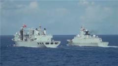 海军第35批护航编队起航后进行首次油料淡水补给