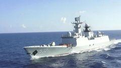 海军第35批护航编队进行海上航行快速补给