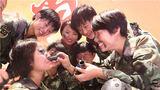"""一身戎装,年轻的肩膀扛起保家卫国的重担;一声""""到"""",响亮的回答是对祖国的忠诚誓言;一段经历,是苦累中收获成长的最美青春……齐步走、方块被、短平头,很庆幸我的青春有穿军装的样子。今天,让我们走进武警北京总队执勤第十三支队,看看那些属于军人的青春笑脸。"""