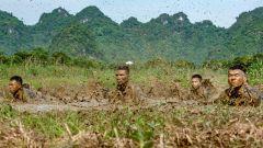 广西崇左:武警官兵恶劣环境训练砺血性