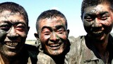 《泥花斗艳笑颜》——武警官兵在野外陌生地域泥潭中训练结束后露出笑脸