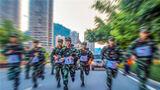 5月9日,武警广西总队河池支队举行2020年度军人运动会,来自各基层中队的40余名参赛官兵围绕综合体能、400米障碍、实用攀登等项目展开激烈角逐。参赛官兵正在进行武装越野项目竞赛。