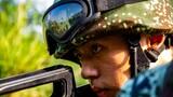 武警官兵训练专注