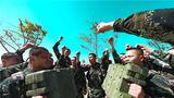 初夏时节,新疆克拉玛依地区烈日炎炎,地面温度已升至30℃以上,武警新疆总队克拉玛依支队紧抓练兵时机,组织官兵开展了一场多课目实战演练,进一步锤炼官兵的体能素质和军事技能,磨砺他们在复杂恶劣环境下的实战能力,锻造随时拉得出、顶得上、打得赢的精兵劲旅。