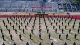 5月仲夏,澜沧江畔万物芳盛,骄阳似火,武警云南总队普洱支队2020年度勤训轮换大练兵火热进行中。此次集训展开设置了监墙哨兵执勤应用射击、单兵综合演练、战术训练等训练课目,坚持从难、从严、从实战出发锤炼摔打部队,增强了课目的实用性,使勤训轮换更加贴近任务实际。图为开训动员大会