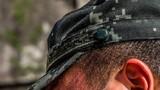 烈日下官兵的帽子被汗水浸湿