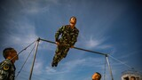 官兵进行器械训练