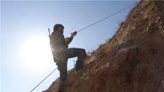 【第一军视】武装奔袭、托举弹药箱、崖壁攀登……特战队员不断挑战极限