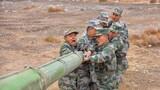 官兵维护保养武器装备
