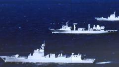 """亚丁湾 中国帆船亚丁湾巧遇海军护航编队 与""""深蓝""""号帆船对话的信号兵"""