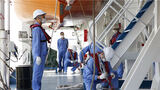 开展吊放救生艇应急演练。