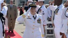 美军导弹巡洋舰漏油 女舰长遭解职