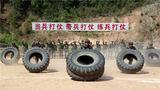 特战队员进行翻轮胎训练