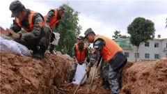 南部戰區陸軍某邊防旅開展抗洪搶險演練 錘煉搶險救援能力