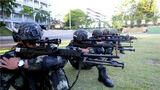 """""""弹无虚发""""""""一枪毙敌""""是一名狙击手的最高追求,只有以绝对高于对手的标准进行训练,才能练就精湛的狙击技能。近日,武警广东总队梅州支队组织开展狙击手集中培训,各中队的""""狙击尖子""""汇集一堂,切磋交流,共同进步。据了解,此次集训紧贴任务需求,瞄准实战标准,旨在进一步提升参训人员的射击本领,磨砺他们的血性虎气。"""