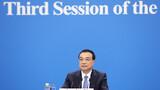 5月28日,国务院总理李克强在北京人民大会堂出席记者会并回答中外记者提问。 新华社记者 刘卫兵 摄