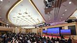 5月28日,国务院总理李克强在北京人民大会堂出席记者会并回答中外记者提问。这是记者在梅地亚中心多功能厅采访。 新华社记者 金良快 摄