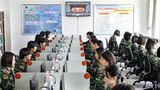 武警兰州支队执勤十七中队官兵通过网络媒体观看两会相关报道