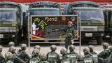 武警兰州支队特战中队官兵训练间隙组织官兵学习两会精神