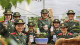武警兰州支队执勤十七中队官兵通过手机客户端学习两会精神