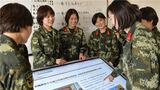 武警兰州支队执勤十七中队官兵通过网络浏览两会相关报道