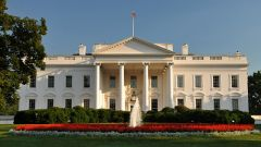 无条件追随特朗普 美情报机构沦为白宫的政治打手?