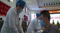 北京卫戍区官兵为驻地献血
