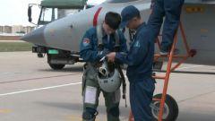 【直击演训场】空军教-10飞行学员首次开展实弹地靶攻击训练