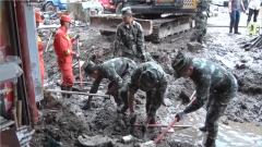 武警官兵持续投入泥石流灾后救援
