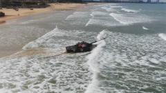 【第一军视】乘风破浪精准打击!某两栖重型合成旅海上实弹射击考核