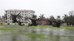 武警贵港支队:雨中训练 磨砺过硬打赢本领