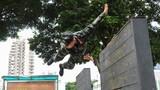 攀越高墻。