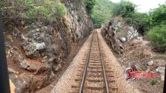 """运行百年 亲身体验滇越铁路""""米轨列车"""""""