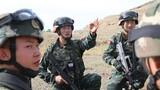 近日,在武警新疆总队塔城支队的训练场上,年轻的官兵头顶烈日、脚踏戈壁,一往无前地展开各种实战化训练科目。官兵在近似实战的背景中不断磨砺摔打,有效提高了遂行任务的能力。图为分析研判
