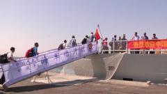 """侨胞大喊:""""祖国万岁"""" 中国海军用行动守护人民安全"""