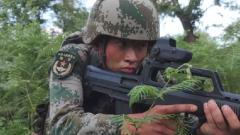【第一军视】神出鬼没!侦察兵深山密林展开敌后渗透演练