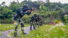 武警南寧支隊:多課目連貫射擊 錘煉特戰隊員實戰能力