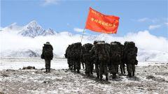 海拔4500米 电抗女兵迎接多课目连贯考核