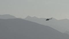 翻越雪山危機四伏 飛行員為救人奮力拼搏與時間賽跑