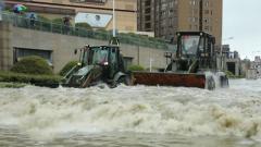 安徽合肥 暴雨引發城市內澇 武警官兵緊急救援