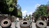 预备特战队员在进行翻轮胎训练