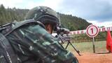 预备特战队员在进行实弹射击训练