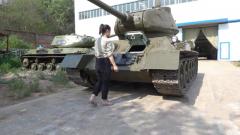 "T-34坦克独特设计 倾斜驾驶窗""三步登车"""