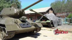 """讓老坦克跑起來 這位老人如何使""""T-34""""脫胎換骨"""