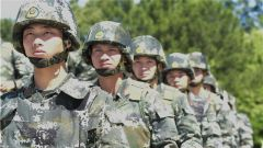 武警福建总队机动支队开展手榴弹实弹投掷训练