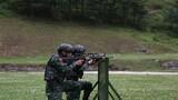 特戰隊員進行交替掩護射擊